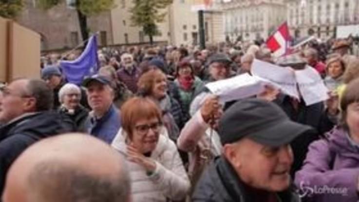 Torino, in centinaia in piazza contro la sindaca Appendino