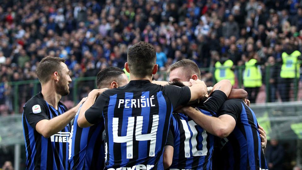 I giocatori dell'Inter festeggiano Gagliardini ©