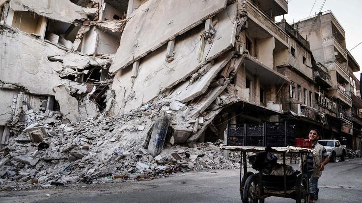 Siria, raid a guida Usa uccide 14 civili: 5 sono bimbi