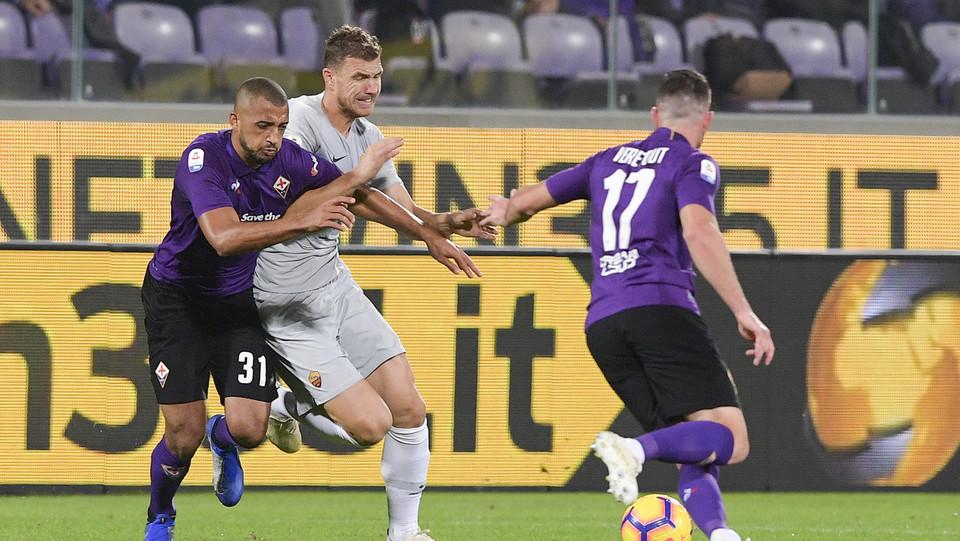 Dzeko ha l'ultima occasione per la vittoria della Roma, ma Lafont para. Tra viola e giallorossi un 1-1 finale del tutto spettacolare ©