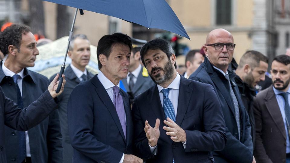Il premier Giuseppe Conte e il presidente della Camera Roberto Fico ©