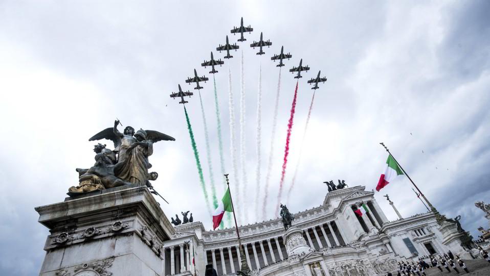 Le frecce Tricolori sull'Altare della Patria ©