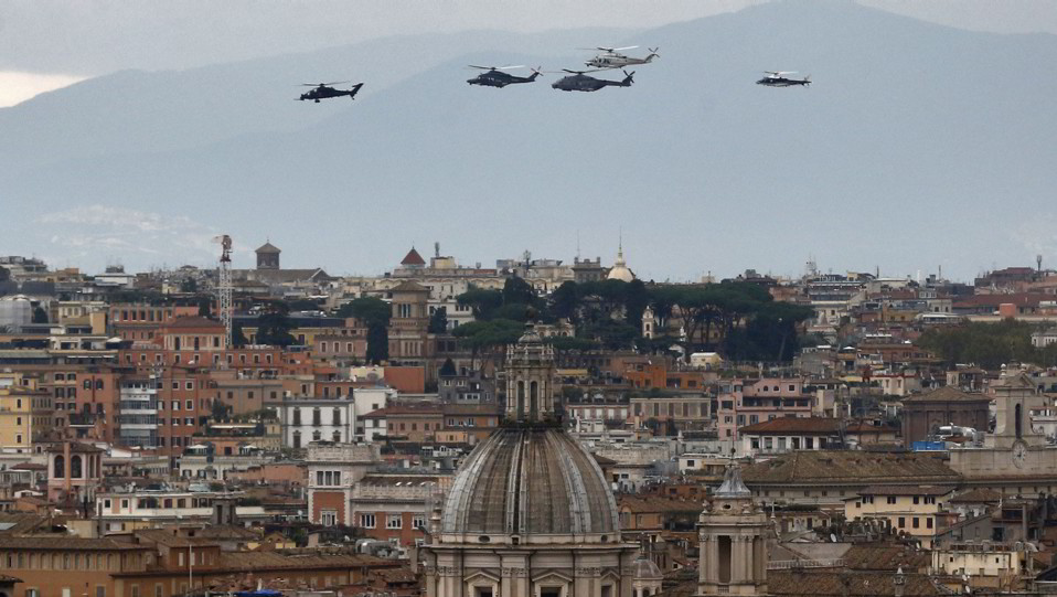 Elicotteri dell'esercito sopra Roma ©