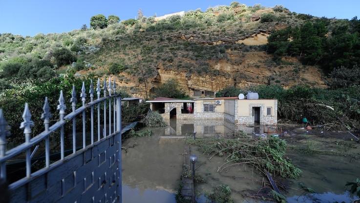 Fango, alberi spezzati e auto ribaltate: la distruzione a Casteldaccia