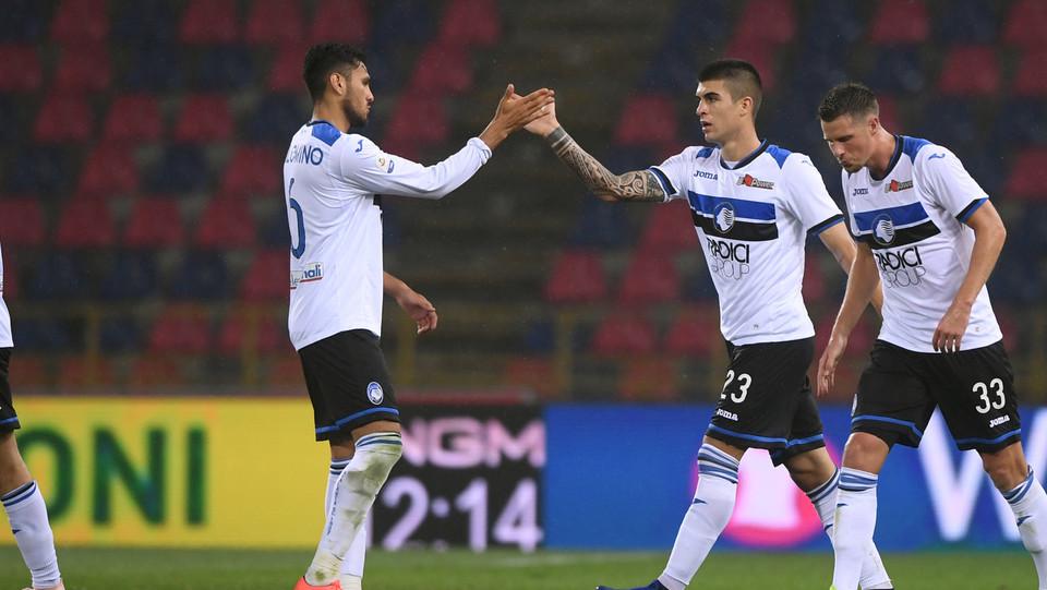 Mancini festeggia il gol con il compagno di squadra Jose Palomino ©