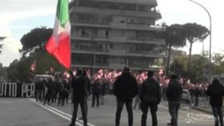 """Roma, corteo Forza Nuova: """"Chiediamo lavoro, ci danno immigrazione"""""""
