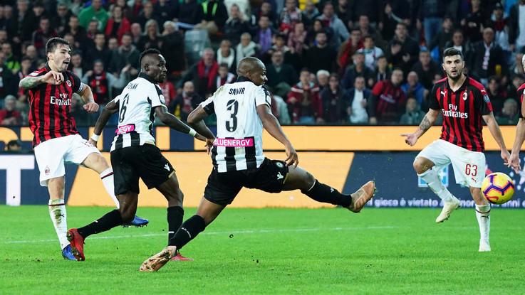 Serie A, ancora Romagnoli all'ultimo respiro: Milan batte Udinese al 97', Lazio agganciata