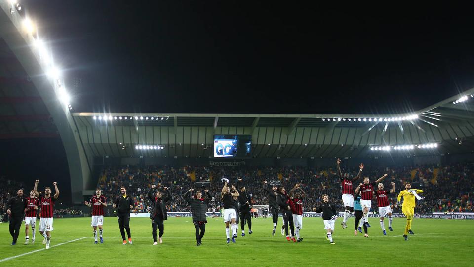 Il Milan esulta: aggancia la Lazio al quarto posto vincendo all'ultimo minuto sempre con il suo capitano ©