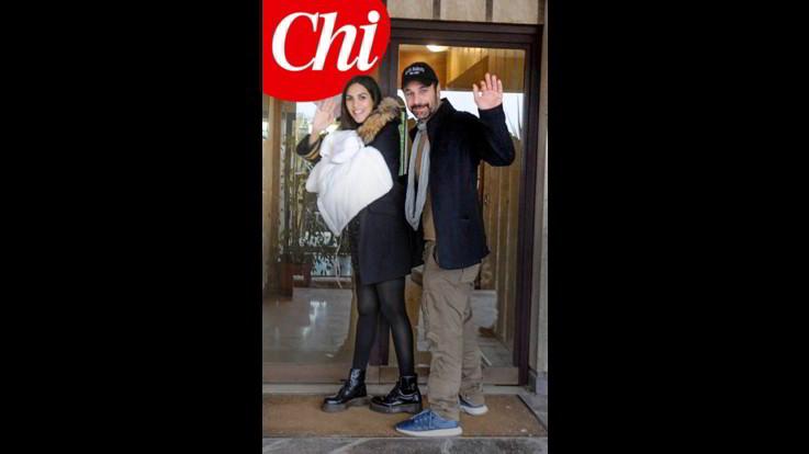 Il ritorno a casa di Raul Bova e Rocìo Munez Morales con la secondogenita Alma