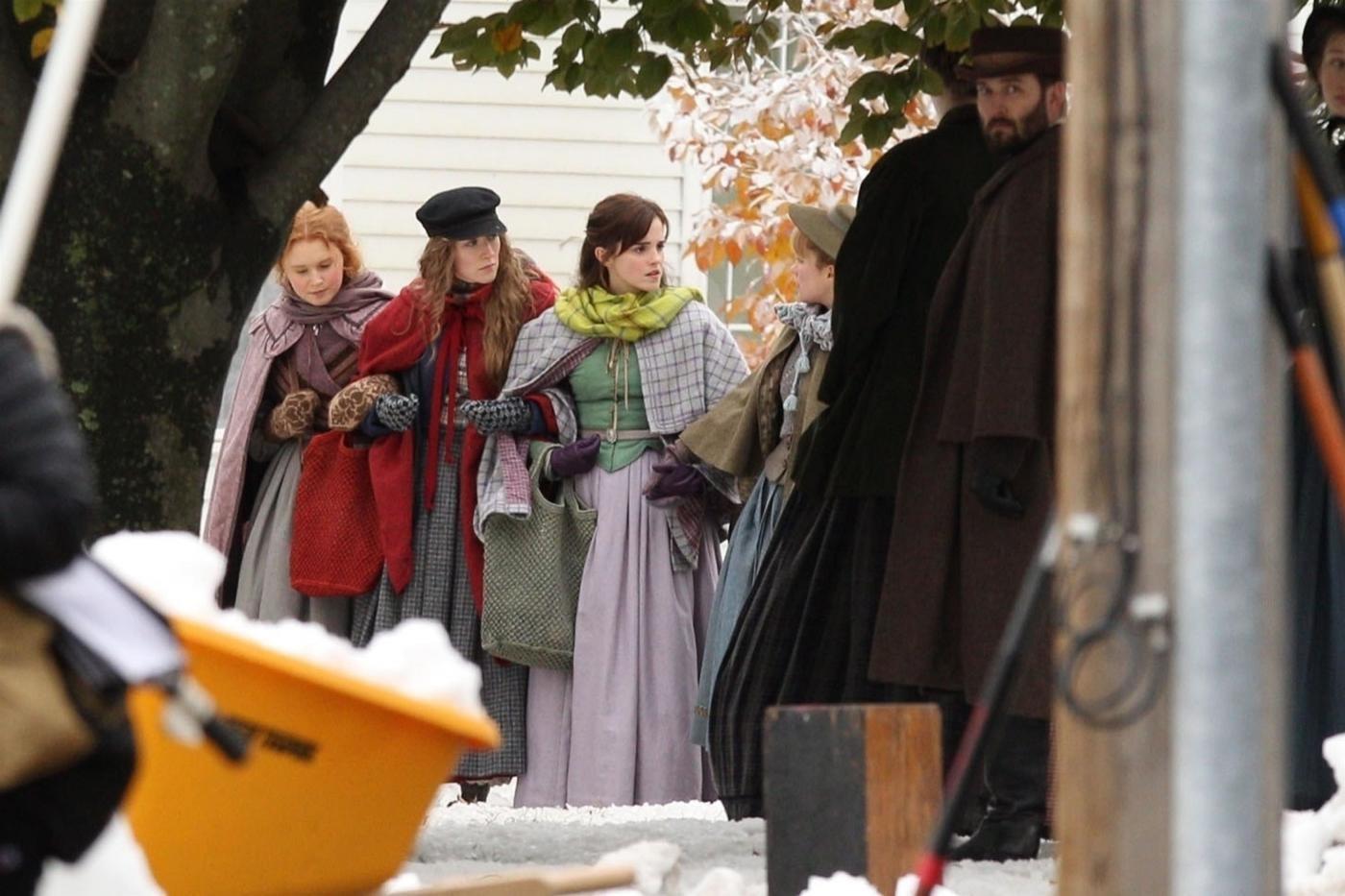 """Torna """"Piccole donne"""": Emma Watson e Saoirse Ronan nelle prime foto"""