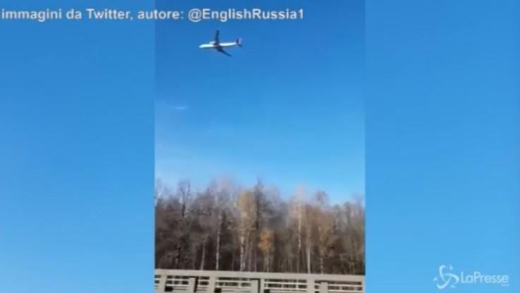 L'aereo sembra immobile.. è un fotomontaggio?