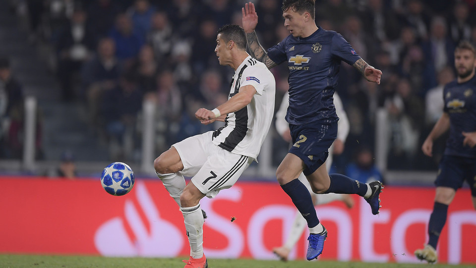 Cristiano Ronaldo al volo segna l'1-0 ©