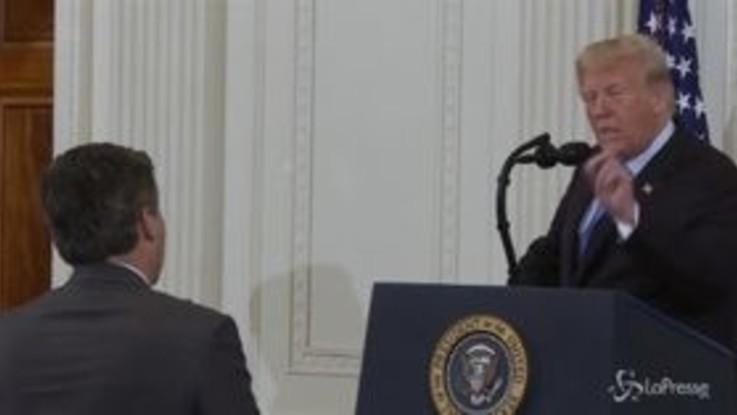 """Trump contro Acosta, il presidente Usa al giornalista Cnn: """"Vergognati"""""""