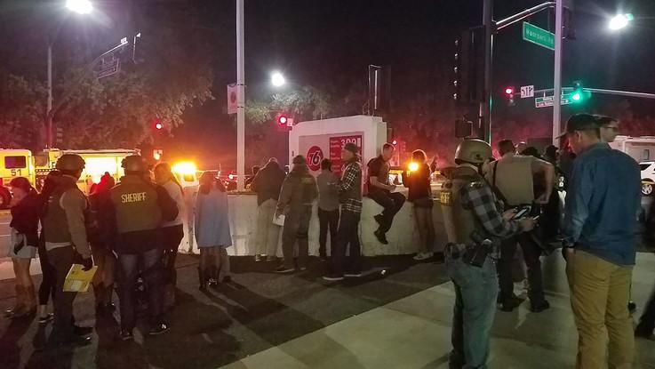 Los Angeles, spari in un pub durante una festa: i rilievi della polizia sul posto