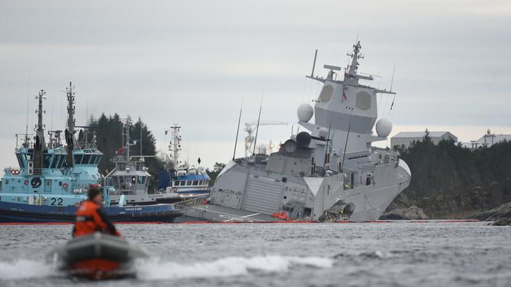 Norvegia, collisione tra una fregata e una petroliera in un fiordo: la nave rischia di affondare