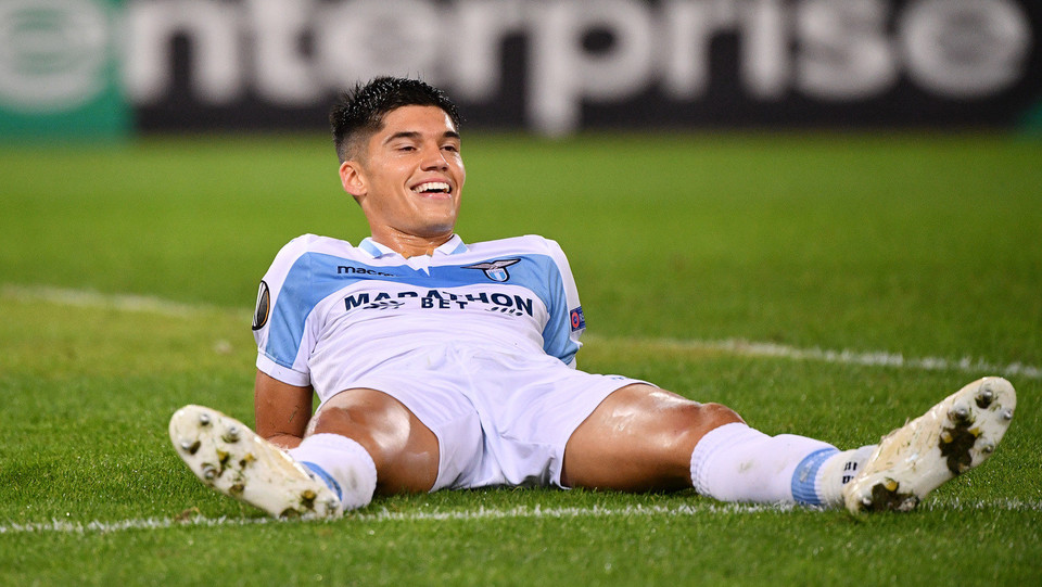 Ma non viene fischiato calcio di rigore, Correa sorride dopo la scelta dell'arbitro Bezborodov ©