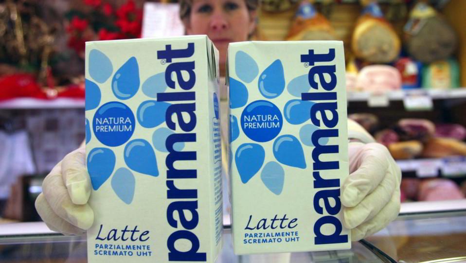 La Parmalat, azienda lattificia di Collecchio fondata nel 1961 da Calisto Tanzi e in bancarotta a fine 2003 per crac finanziario, è stata acquisita nel 2011 dalla francese Lactalis dopo il lancio di un'Opa totalitaria al prezzo di 2,60 euro per azione ©