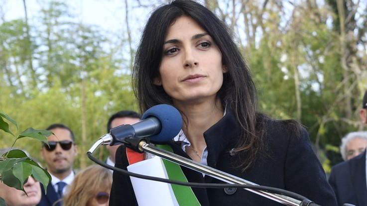 """Inchiesta nomine a Roma, assolta la sindaca Raggi. Piange in aula: """"Via due anni di fango, adesso avanti"""""""