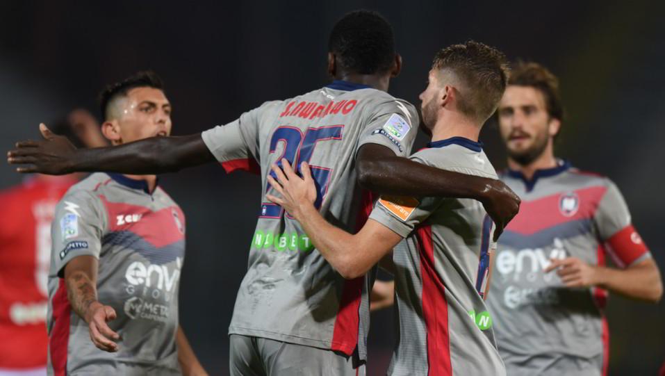 Perugia-Crotone 2-1 - Simy esulta con i compagni ©