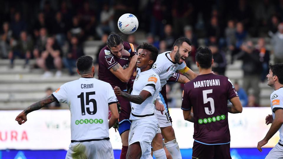 Salernitana-Spezia 1-0 - Terzi contro Migliorini ©