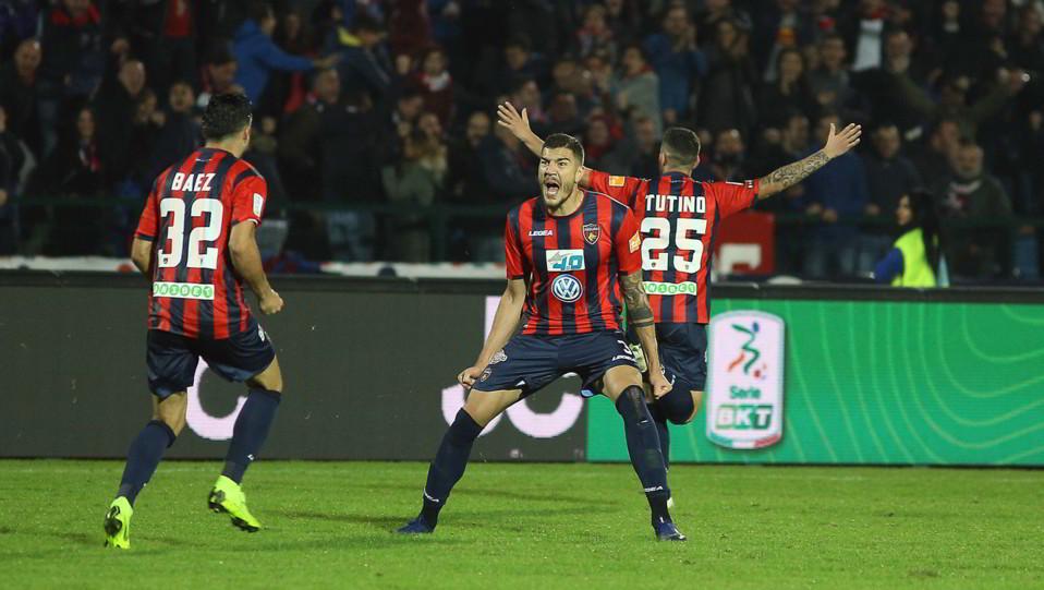 Cosenza-Lecce 2-3 - Dermaku e Tutino esultano ©