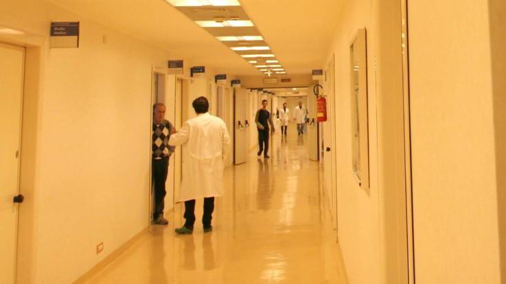 Bari, otto casi di morbillo in ospedale: infezioni a catena partite dal figlio di un no-vax