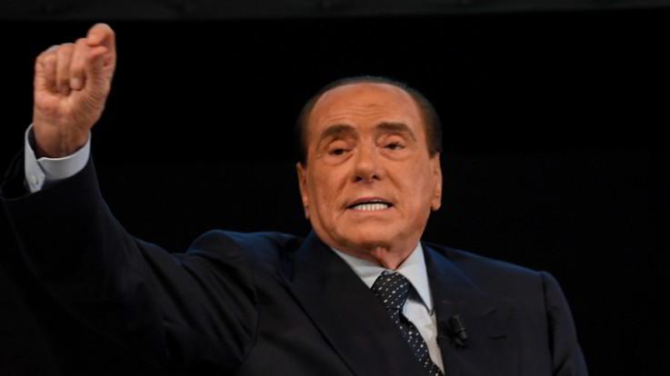 """Berlusconi: """"Il governo cadrà, siamo all'anticamera di una dittatura"""". Salvini: """"Sciocchezze da frustrati"""""""