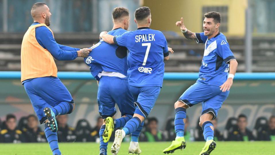 Brescia-Verona 4-2 - Giocatori in festa dopo il gol di Donnarumma ©