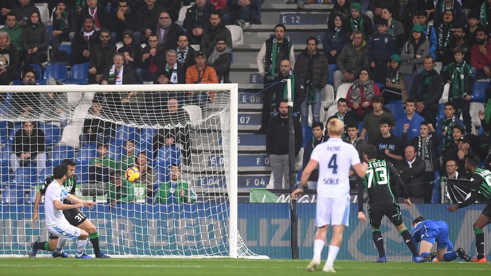 Parolo fa gol al7' e porta in vantaggio la Lazio ©