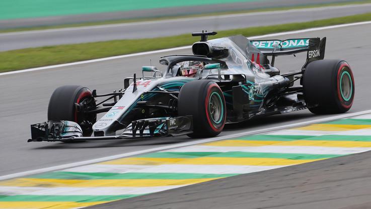 Gp Brasile, trionfa Hamilton, la Mercedes vince il titolo costruttori