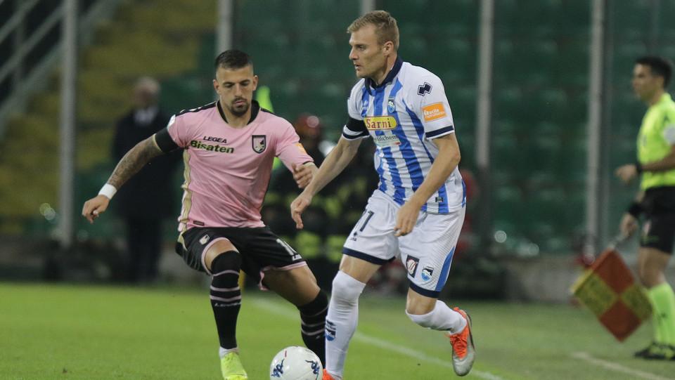 Palermo-Pescara 3-0. Ciofani contro Trajkovski ©