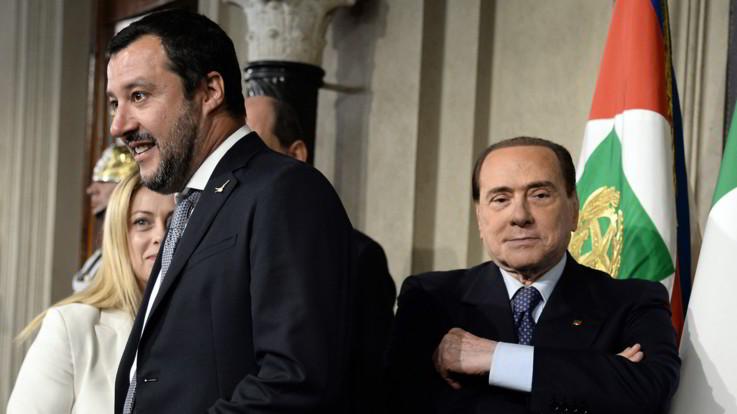 """Berlusconi indica 'exit strategy' a Salvini: """"Voti per governo di centrodestra ci sono"""""""