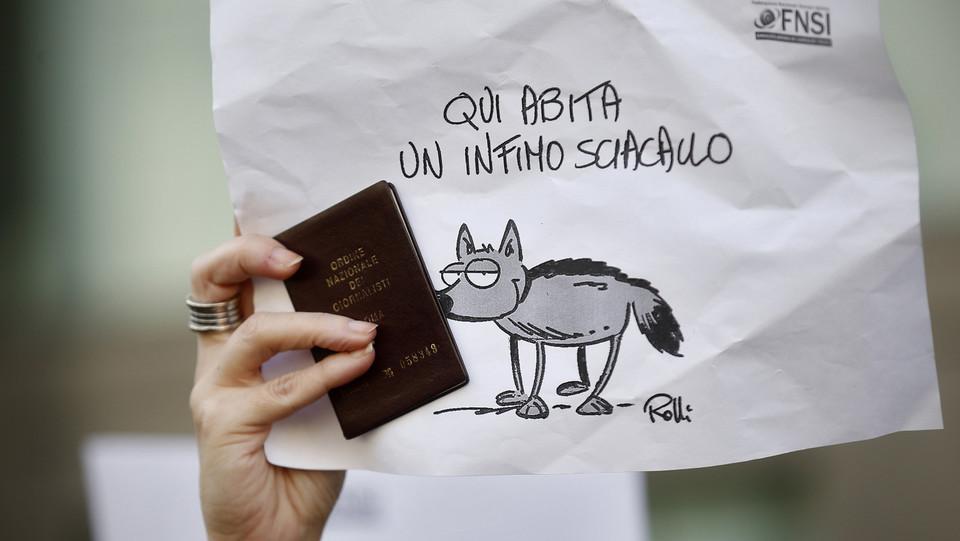 La protesta dei giornalisti in piazza Santi Apostoli a Roma ©