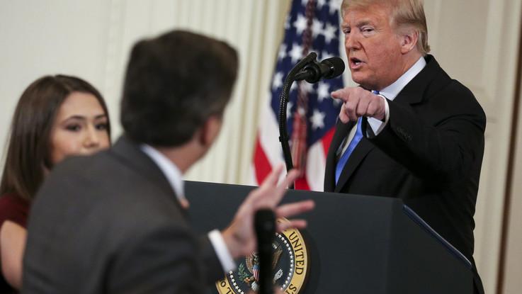 Usa, Cnn fa causa a Trump per il ritiro dell'accredito al giornalista