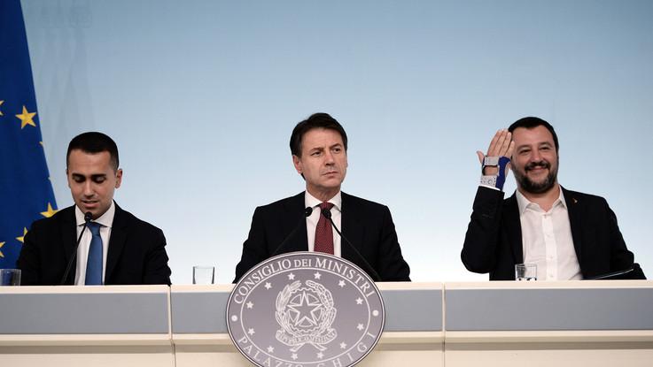 """Manovra, il governo tiene duro e risponde all'Ue: """"Saldi e crescita invariati"""""""