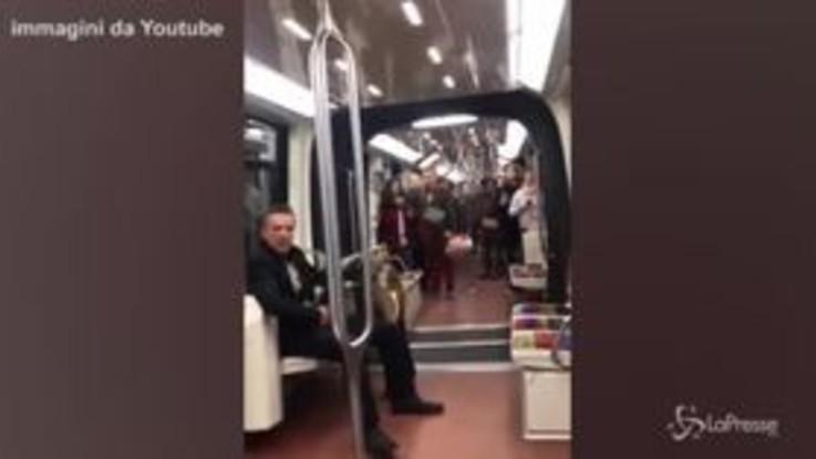Parigi, in metro con un caprone rubato si rifiuta di scendere