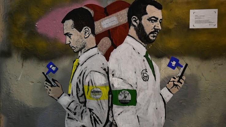 Nemici di like: la guerra social tra Salvini e Di Maio diventa un murale