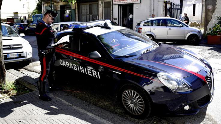 Chieti, si denuda per strada e violenta anziana: arrestato 20enne