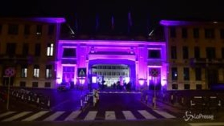 Torino, Molinette in viola per la Giornata mondiale contro il tumore al pancreas