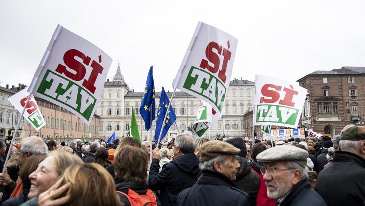"""Tav, si allarga il 'sì': sabato FI in piazza. Toninelli: """"Analisi entro dicembre"""""""