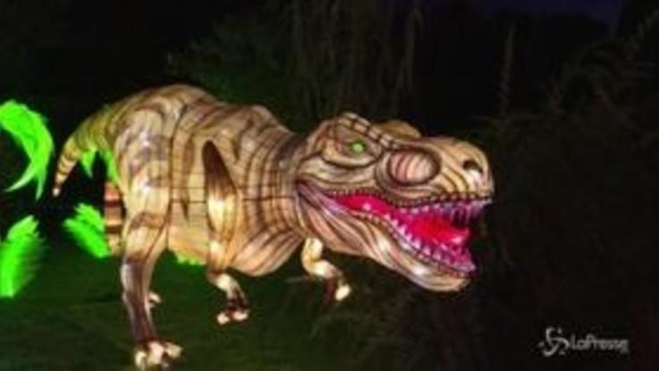 Parigi, si accende già il Natale con le lanterne giganti a forma di animali