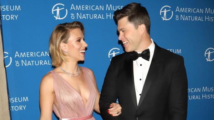 Scarlett Johansson e Colin Jost, sguardi d'amore sul red carpet