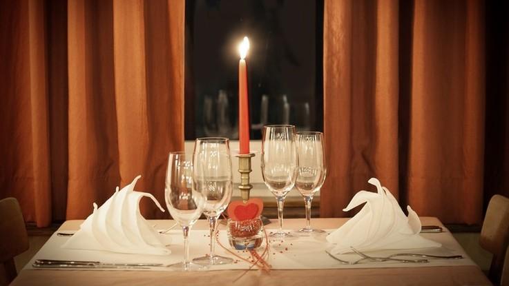 L'oroscopo di domenica 18 novembre: Bilancia, incontri stimolanti in serata
