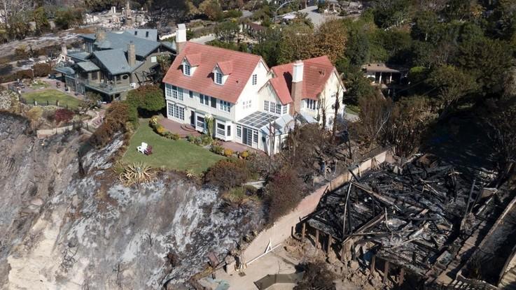 California in fiamme, il 'miracolo' della villa di Anthony Hopkins