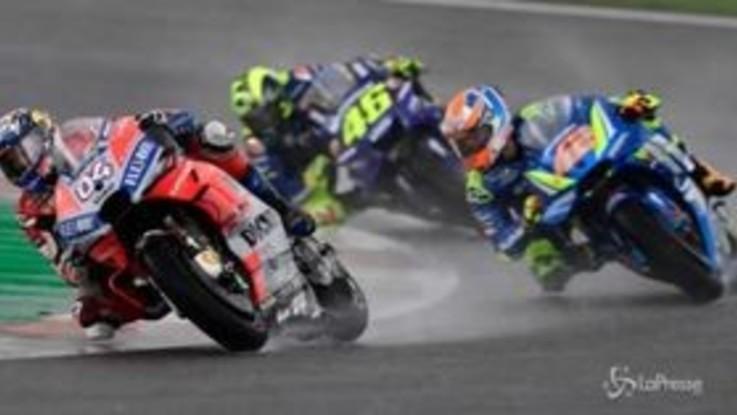 MotoGp, Dovizioso vince sotto l'acqua a Valencia