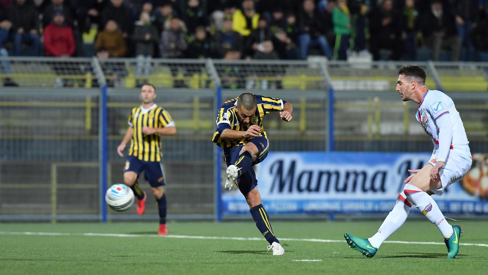 Juve Stabia-Catania 0-0 - Nunzio Di Roberto (Juve Stabia) al tiro ©