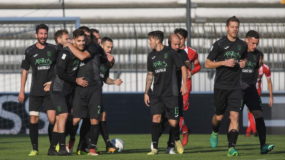 Monza-Pordenone 0-2 - Candellone esulta con i compagni per il gol ©