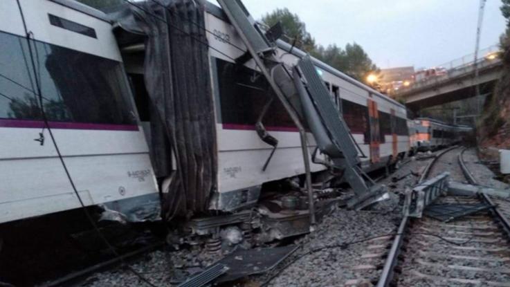 Deraglia un treno vicino a Barcellona: un morto e sei feriti