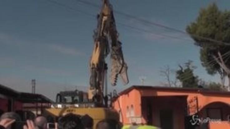 Casamonica, al Quadraro la demolizione delle ville abusive