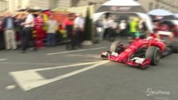 Kimi Raikkonen saluta la Ferrari, domenica l'ultimo Gp stagionale